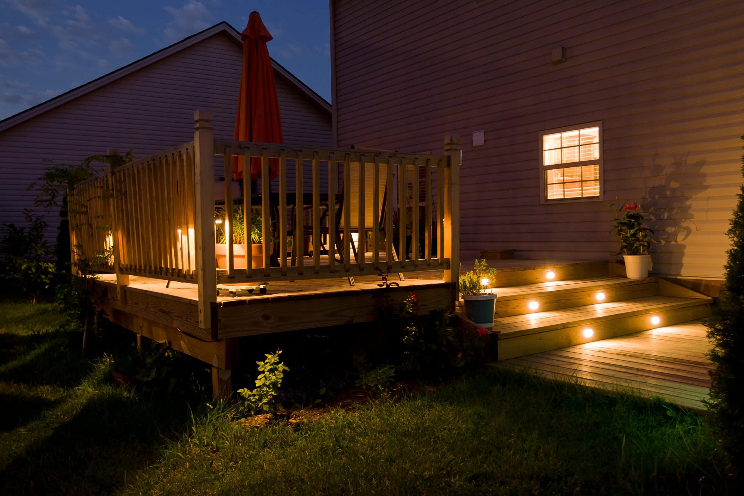 terrasse en bois avec spots incrustés